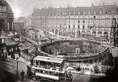 Place Saint-Michel lors de la construction de la ligne 4 du métro, Paris, 1905.