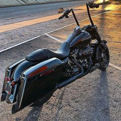 PsYcHo Mufflers slip ons for touring models Harley Davidson Road King, Harley Davidson Street Glide, Harley Davidson News, Harley Davidson Sportster, Bagger Motorcycle, Motorcycle Garage, Motorcycle Exhaust, Ape Hanger Handlebars, Best Bike Shorts