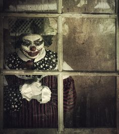Killer clown, waiting . . . . waiting