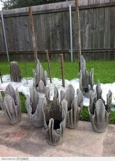 Great tutorial for making planters, using concrete and a balloon. Don't use concrete, use Cement Art, Concrete Crafts, Concrete Projects, Diy Concrete Planters, Concrete Garden, Garden Planters, Hand Planters, Garden Crafts, Garden Projects