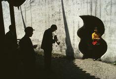 Bruno Barbey, Yu Garden, Shanghai, 1980. ©Bruno Barbey / Beaugeste Gallery