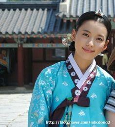 승은상궁이된동이♡♡♡Dong Yi(Hangul:동이;hanja:同伊) is a 2010 South Korean historical television drama series, starringHan Hyo-joo,Ji Jin-hee,Lee So-yeonandBae Soo-bin.About the love story betweenKing SukjongandChoi Suk-bin, it aired onMBCfrom 22 March to 12 October 2010 on Mondays and Tuesdays at 21:55 for 60 episodes.