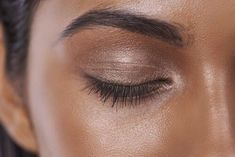 Smokey shadow and bronzed skin. We love this makeup look.