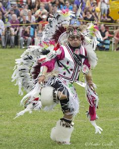 #ChickPicotheDay! (Day 2,064) I'm not a fan of huge crowds but to watch performances like this......#priceless #HeartandSoul #GrandRiverPowWow #BrantfordPhotographer #CanonGirl
