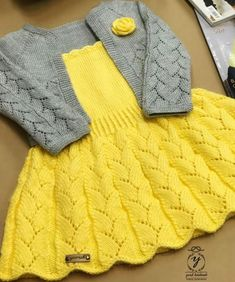 Baby Cardigan Knitting Pattern, Baby Knitting Patterns, Knitting Designs, Knitted Jackets Women, Knitting For Kids, Baby Sweaters, Baby Booties, Baby Dress, Crochet Baby