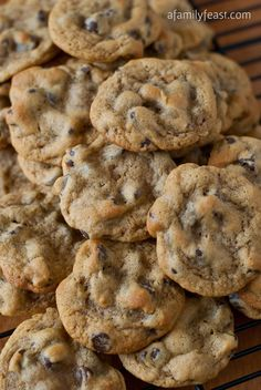 Copycat Entenmann's Chocolate Chip Cookies - A Family Feast Mini Desserts, Cookie Desserts, Just Desserts, Cookie Recipes, Dessert Recipes, Keto Desserts, Plated Desserts, Cookies Cupcake, Galletas Cookies