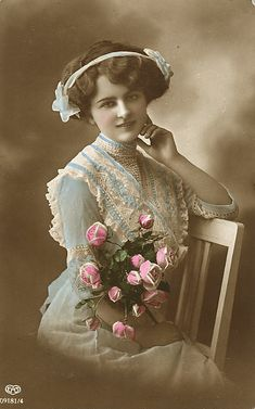 Vintage Woman Cabinet Card by Suzee Que Vintage Photos Women, Images Vintage, Photo Vintage, Vintage Girls, Vintage Pictures, Vintage Photographs, Vintage Children, Vintage Woman, Vintage Colors
