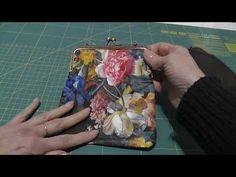 Cómo hacer 5 bolsos de tela. Sencillos y profesionales. Bolso grande, bolso reversible, clutch o bolso de mano, bolso de fiesta y bolso para niñas. Baby Dress Patterns, Doll Patterns, Fabric Dolls, Fabric Art, Patchwork Quilting, Quilts, Frame Purse, Cloth Bags, Baby Dolls