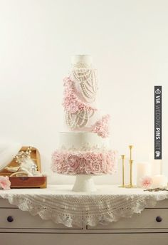 pink and white cake baked by Gât-O and styled with vintage rentals by La Mariée Bohème | CHECK OUT MORE IDEAS AT WEDDINGPINS.NET | #weddingcakes