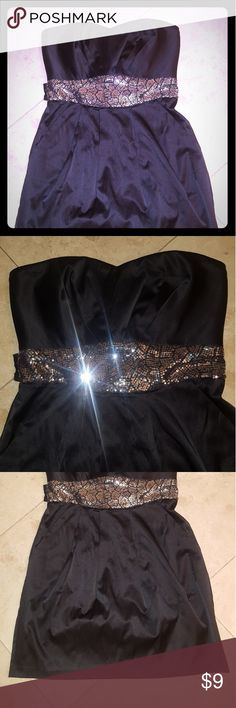 Windsor LBD silver sequence sz 9 strapless Very good condition with pockets satin touch mixed fibers has stretch. Strapless heart shaped Windsor Dresses Mini