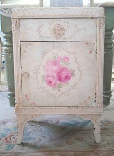 so lovely, shabby love Style Shabby Chic, Shabby Chic Pink, Vintage Shabby Chic, Shabby Chic Decor, Cottage Chic, Shabby Cottage, Rose Cottage, Hand Painted Furniture, Repurposed Furniture
