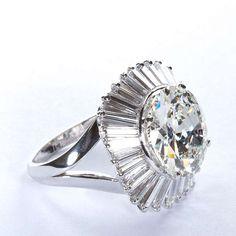 BOUCHERON Ballerina 6 Carat F/VS1 Diamond Ring