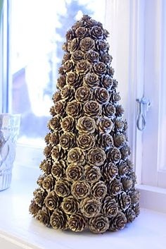 pinecone tree.  nicely done!