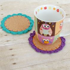 Start your spring cleaning with some spring crafting - try this DIY coasters @petalstopicots made with some cork and our Bonbons yarn