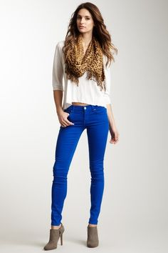 NWT Cobalt Blue Skinny Pants NWT Royal Blue Skinny Pants - low-rise - cotton/poly/spandex blend - size 28 would fit size 4 - bright color and look great with leopard print anything! Royal Blue Leggings, Royal Blue Jeans, Blue Skinny Pants, Blue Pants, Skinny Jeans, Outfits Niños, Casual Outfits, Work Outfits, Spring Outfits