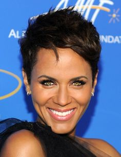Nicole Ari Parker. Short and chic Hair.