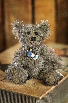 Hello there! My name is Timbert, and I am one of the bears in the new 2020 summer collection of Muppie's Bears! I love to smile and I'm looking forward to meet my new adoption family! I'm made a unique, one-of-a-kind Schulte mohair and the color of my coat is a kind of gray with a very soft and subtle blue and purple glow. Height standing: 16 cm (6.3 inches) Height sitting: 10 cm (3.9 inches) The cute mouse-necklace is included Cute Mouse, Little Gifts, Summer Collection, Bears, Adoption, Glow, Teddy Bear, Meet, Smile