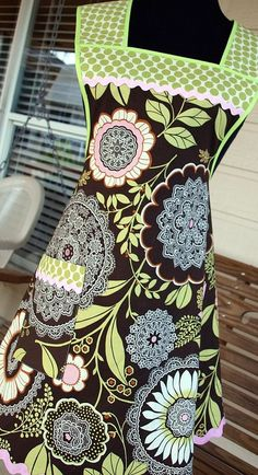 Apron-This is absolutely adorable!  I love the material and the rickrack!