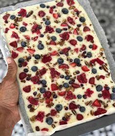 Healthy Lunches For Kids, Healthy Desserts, Healthy Eating, Healthy Recipes, Healthy Foods, Joe Wicks Recipes, Frozen Greek Yogurt, Fruit Yogurt, Bark Recipe