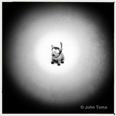 How To Create Tunnel Vision Photographs Using Only a Straw and Your iPhone