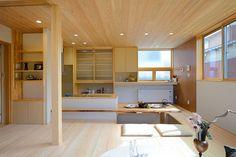 I-M house: 逆転プラン 居間、食堂、キッチンなどパブリックな空間を2階とするプランを逆転プランと言います。リビングからは四季折々の風景を望むことができます。