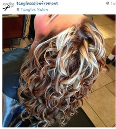 How to Take Care of Your Curly Hair Marvelous dyed curly hair - Station Of Colored Hairs Hair Highlights And Lowlights, Hair Color Highlights, Fall Highlights, Brown Blonde Hair, Brunette Hair, Blonde Highlights Curly Hair, Medium Blonde, Hair Medium, Medium Brown