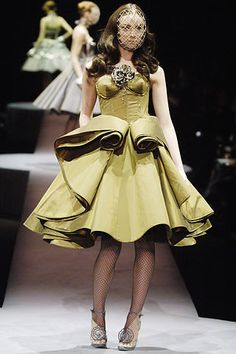 Viktor & Rolf Fall 2006 Ready-to-Wear Collection Photos - Vogue