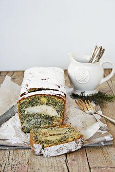 Mohnkuchen mit Birnen und Marzipan