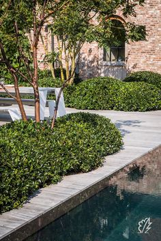 Formal Garden Designs and Ideas Have you ever really thought about how many people see the outside of your home? Garden Pool, Garden Bridge, Shade Garden, Formal Gardens, Outdoor Gardens, Formal Garden Design, Boxwood Garden, Home And Garden Store, Plant Design