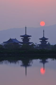 Sunrise at Yakushiji, Nara, Japan 薬師寺