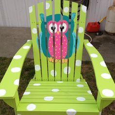 i want this in my classroom! totally go with my owl theme Owl Theme Classroom, Classroom Design, Painted Chairs, Painted Furniture, Wooden Chairs, Craft Projects, Projects To Try, Craft Ideas, Arts And Crafts