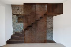 Roberto Ianigro e Valentina Ricciuti Stair Handrail, Banisters, Railings, Modern Staircase, Staircase Design, Architecture Details, Interior Architecture, Metal Stairs, Stair Detail