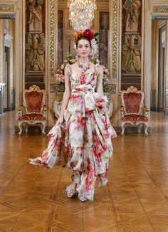 Patrick Demarchelier, Couture Fashion, Runway Fashion, High Fashion, Women's Fashion, Helena Christensen, Dolce & Gabbana, Moda Floral, Couture Trends