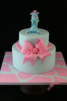 I taught a class on my gum paste giraffe figure. This is my finished demo cake. I luvs pink and blue together! Pretty Cakes, Beautiful Cakes, Amazing Cakes, Giraffe Cakes, Animal Cakes, Cake Pops, Birthday Cake Girls, Birthday Cakes, Birthday Ideas