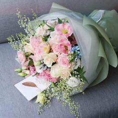 Bouquet Wrap, Gift Bouquet, Hand Bouquet, How To Wrap Flowers, Pink Flowers, Beautiful Flowers, Beautiful Flower Arrangements, Floral Arrangements, Flower Boutique