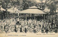 Marché de Pointe à Pitre en 1920.