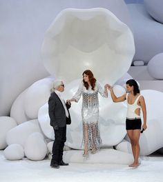 http://fashion-allure.com/style/wp-content/uploads/Florence-Welch-Chanel-fashion-show.jpg