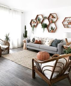 Weve Spent All Day Dreaming About These 8 Living Room Wall Decor Ideas (Dont Jud. - Interior decoration - Weve Spent All Day Dreaming About These 8 Living Room Wall Decor Ideas (Dont Judge) - Boho Living Room, Living Room With Plants, Living Room Accent Wall, Living Room Walls, Bohemian Living, Small Living Rooms, Living Room Wall Designs, Family Rooms, Living Room Wall Lighting
