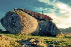 The stone house in Portugal! Located in Nas montanhas de Fafe, Portugal. What better way to use nature in your architecture plans? Unusual Buildings, Amazing Buildings, Interesting Buildings, Amazing Houses, Modern Buildings, Famous Buildings, Garden Buildings, Casa Do Rock, Rock Rock