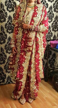 Bridal Hijab Styles, Indian Bridal Outfits, Pakistani Bridal Wear, Pakistani Wedding Dresses, Bridal Style, Bridal Dresses, Dulhan Dress, Nikkah Dress, Khada Dupatta