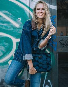 funda-portátil-pelo-azul-5 Street Style, Denim, Jackets, Collection, Fashion, Electric Blue, Blue Nails, Notebook Covers, Plushies