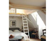 35 chambres sous les combles Attic Bedroom Small, Home Bedroom, Bedrooms, Hidden Rooms, Attic Design, Attic Remodel, My Dream Home, Sweet Home, Loft