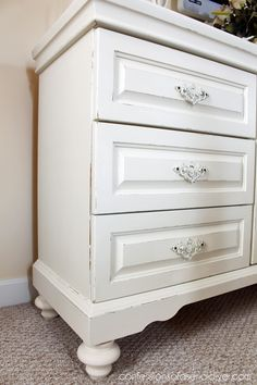 white furniture This was a dated oak dresser that was brought to life with DIY chalk paint! Adding feet from Lowes. Grey Bedroom Furniture, Bedroom Furniture Makeover, White Furniture, Diy Bedroom, Bedroom Sets, Painting Oak Furniture, Trendy Bedroom, Bedroom Storage, Bedrooms