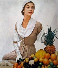 JEAN PATCHETT VOGUE ED PHOTO  1950s - Jean Patchett Vogue Editorial photo 1950 photography John Rawlings