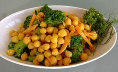 Dieser vorzügliche Kichererbsensalat kann sowohl lauwarm als auch kalt genossen werden. Kurkuma, Ingwer und Curry verleihen ein feines orientalisches Aroma.