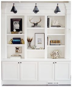 This transitional living room decor has some great styling ideas to design your display space.