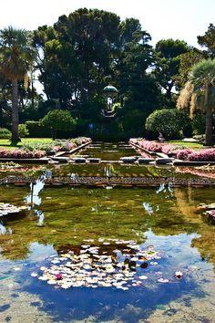 View over the water gardens to the temple of love, Villa Ephrussi de Rothschild