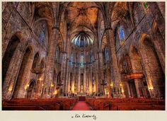 Interior de La catedral de la Santa Cruz y Santa Eulalia en Barcelona España