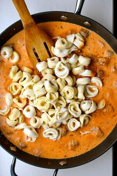 TOMATO CREAM SAUCE Serves: 3 cups Ingredients •1 cup vegetable broth •2 cups tomato sauce •½ cup heavy cream •Salt & pepper