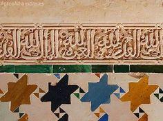 Detalles de azulejos y yeseria